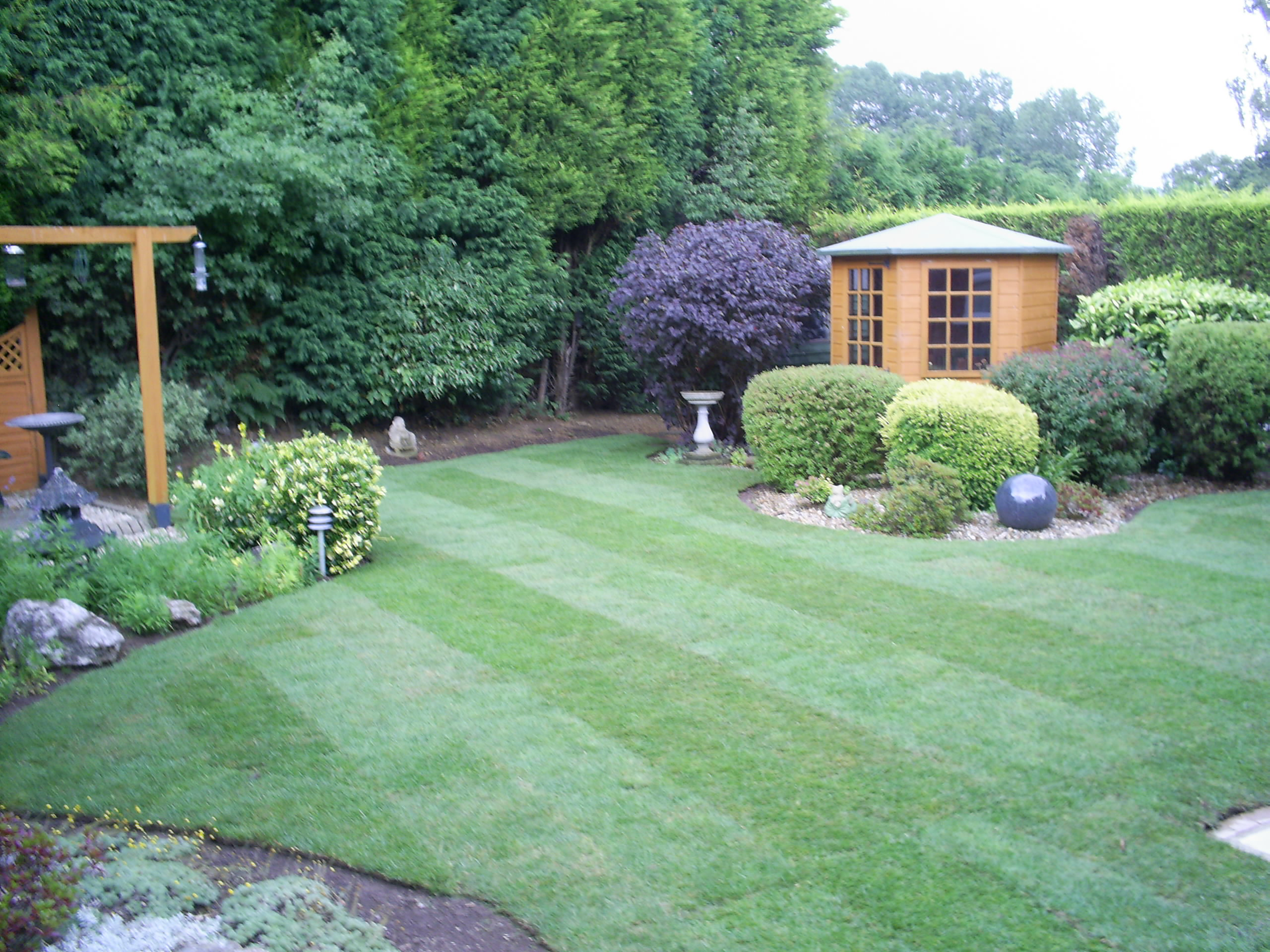 Dixons landscapes lawn and patio dixons landscapes for Landscaping your garden